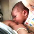 Černé tečky ve stolici kojenců