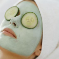 Domácí slupovací maska načerné tečky